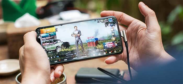 PUBG Mobile на телефоне в руках
